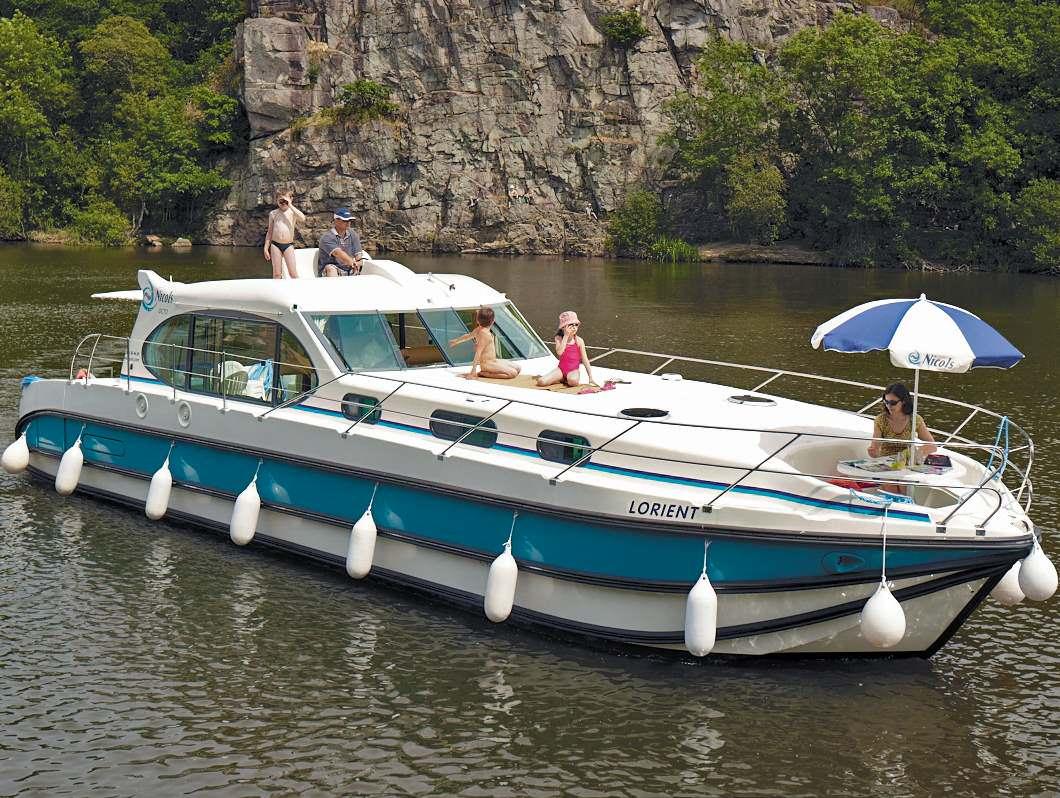 location de p niche et bateau fluvial sans permis avec 4 cabines. Black Bedroom Furniture Sets. Home Design Ideas
