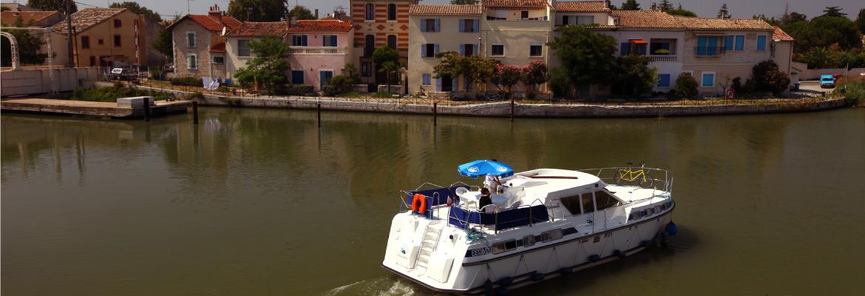 location p niche et bateau sans permis canal du midi en camargue croisi re fluviale. Black Bedroom Furniture Sets. Home Design Ideas